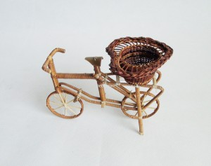 771107 Rattan bicycle souvenir