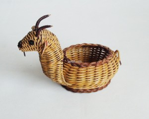 771109 rattan goat-shaped basket